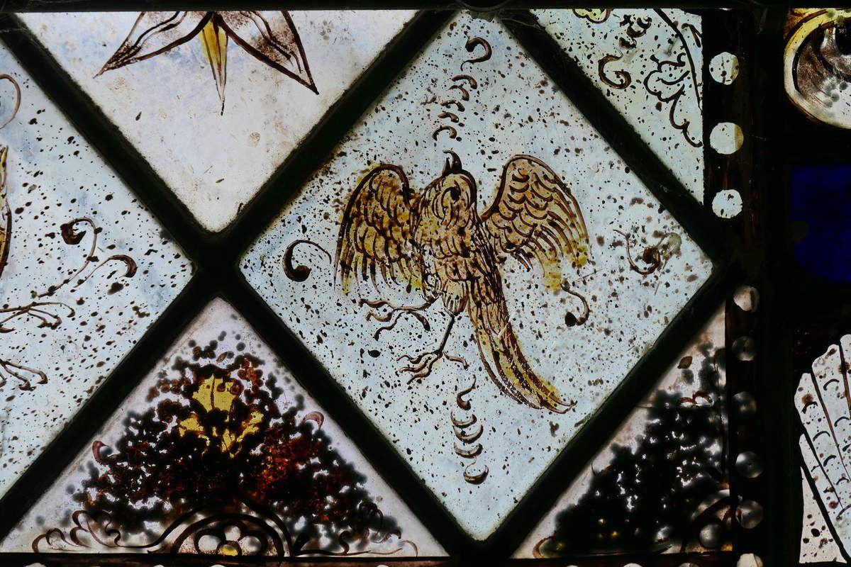 Partie inférieure de la maîtresse-vitre de  la chapelle Saint-Jacques de Merléac. Photographie lavieb-aile septembre 2017.