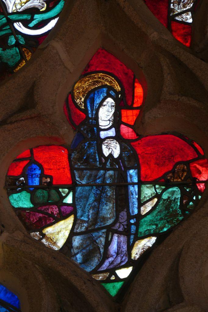 La Vierge du tympan de la  baie 0 de la chapelle du Pénity à Locronan. Photographie lavieb-aile novembre 2017.