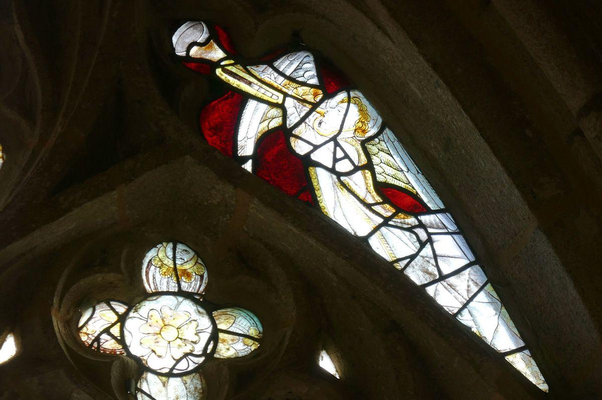 La maîtresse-vitre de la chapelle Notre-Dame-de-la-Cour  à Lantic.