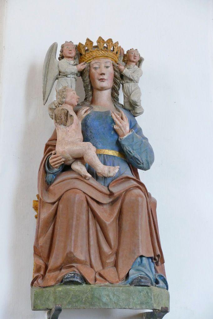 Vierge à l'Enfant donnant le sein (bois polychrome, XVIe siècle), chapelle Notre-Dame-du-Tertre à Châtelaudren. Photographie lavieb-aile septembre 2017.