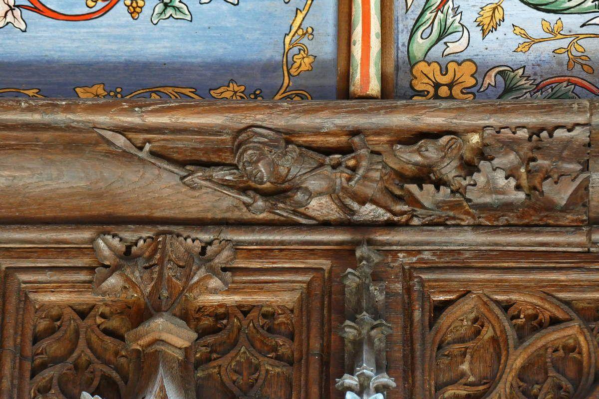 Frise de haut-dossier des stalles nord du chœur de la cathédrale de Saint-Pol-de-Léon. Photographie lavieb-aile juillet 2017.
