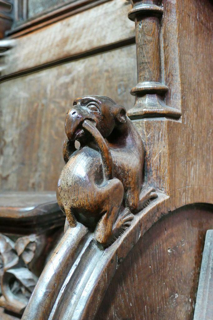 Appui-main n°46, stalles nord de l'ancienne cathédrale de Saint-Pol-de-Léon. Photographie lavieb-aile juillet 2017.