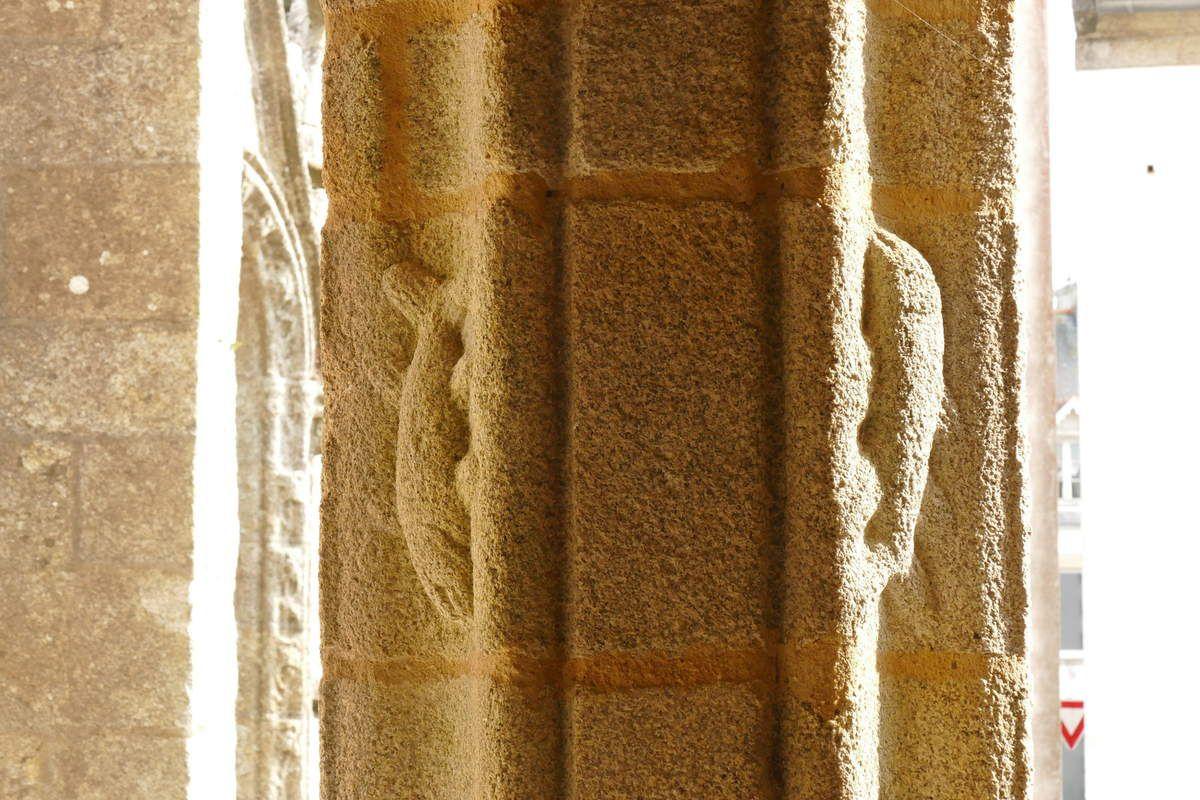 Vue intérieure du  porche sud (1508-1509) de l'église Saint-Nonna  de Penmarc'h. Photographie lavieb-aile septembre 2017.