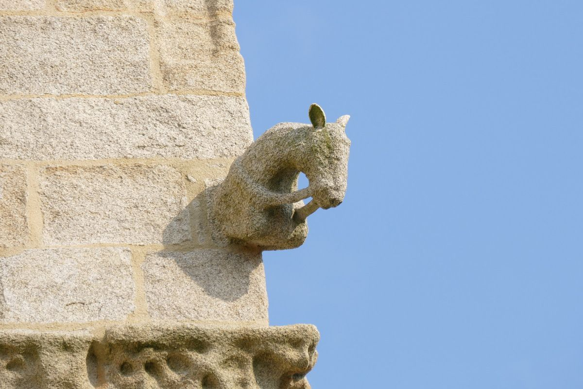 Les crossettes de la Tour-clocher de l'église Saint-Nonna de Penmarc'h. Photographie lavieb-aile septembre 2017.