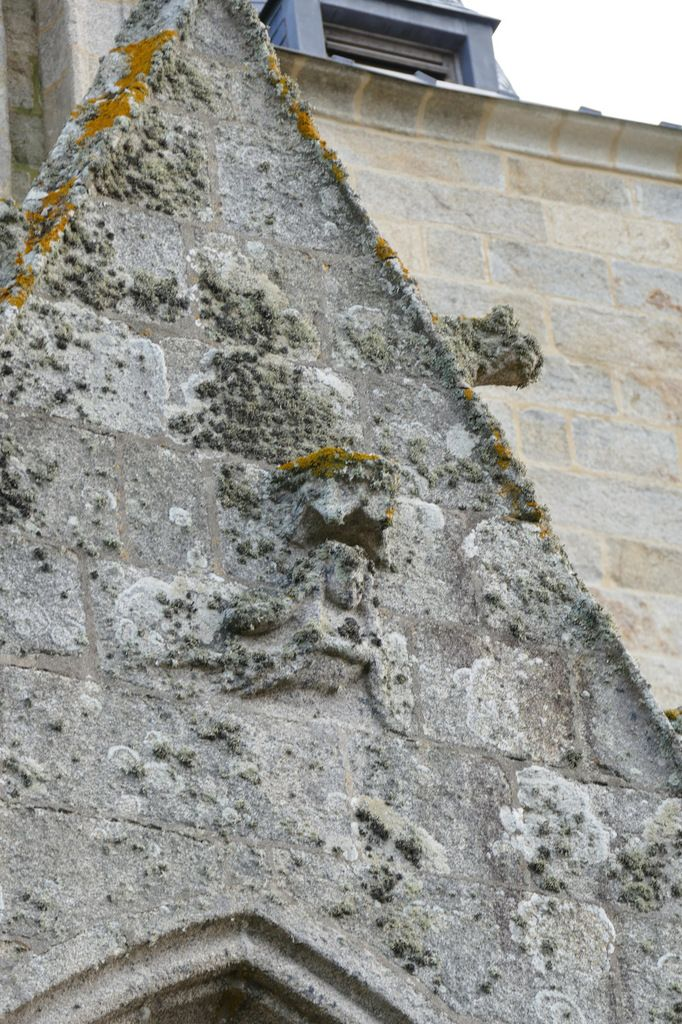 Les crossettes de l'élévation nord de l'église Saint-Nonna de Penmarc'h. Photographie lavieb-aile septembre 2017.
