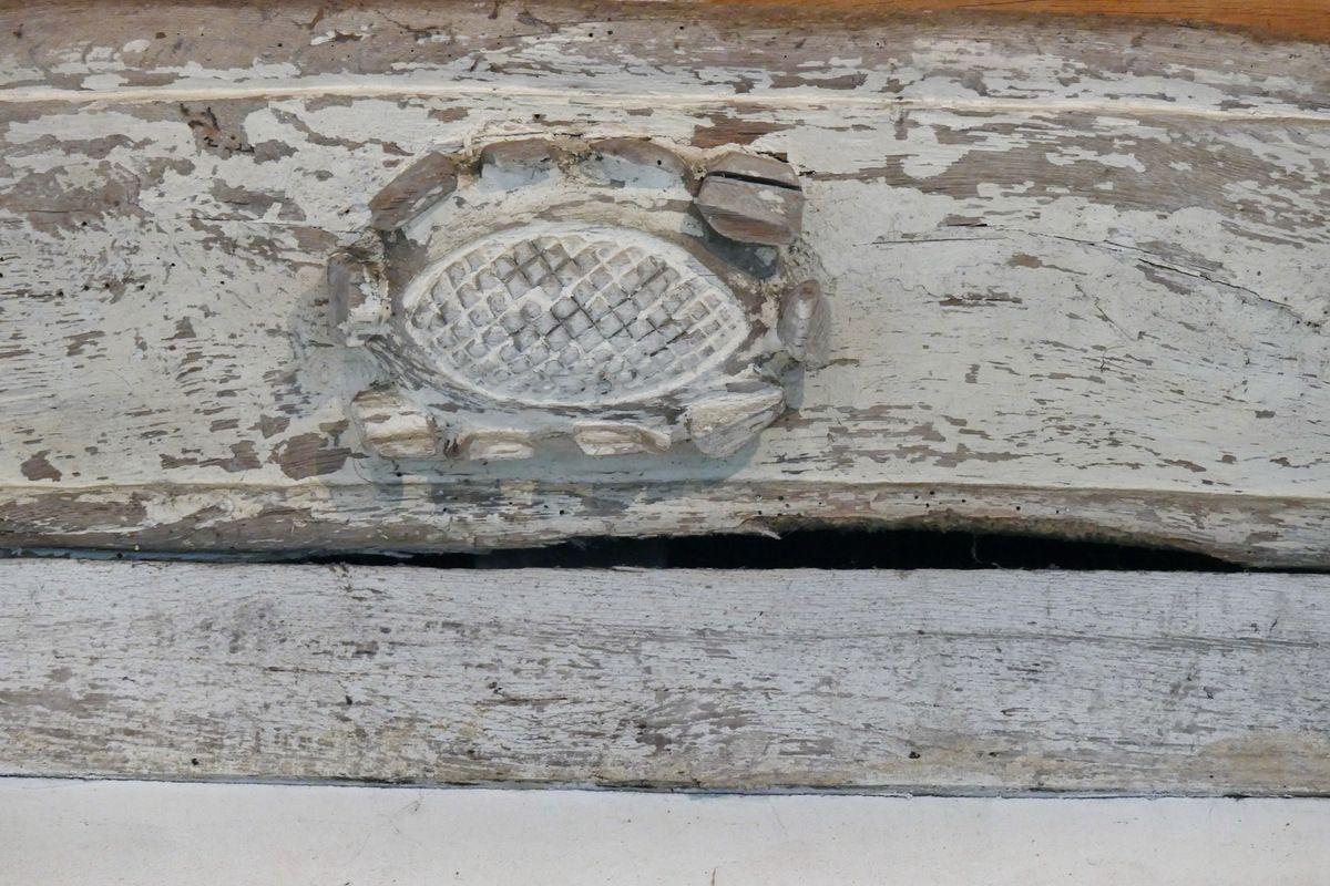 Charpente sculptée de la nef de la chapelle Notre-Dame-du-Tertre. Photographie lavieb-aile septembre 2017.