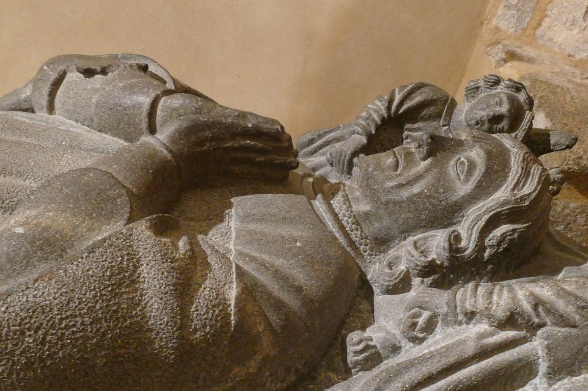 Gisant (kersanton, vers 1512) de Gilles de la Texue, oratoire de la Tour Duchesse Anne du château de Brest. Photographie lavieb-aile février 2018.