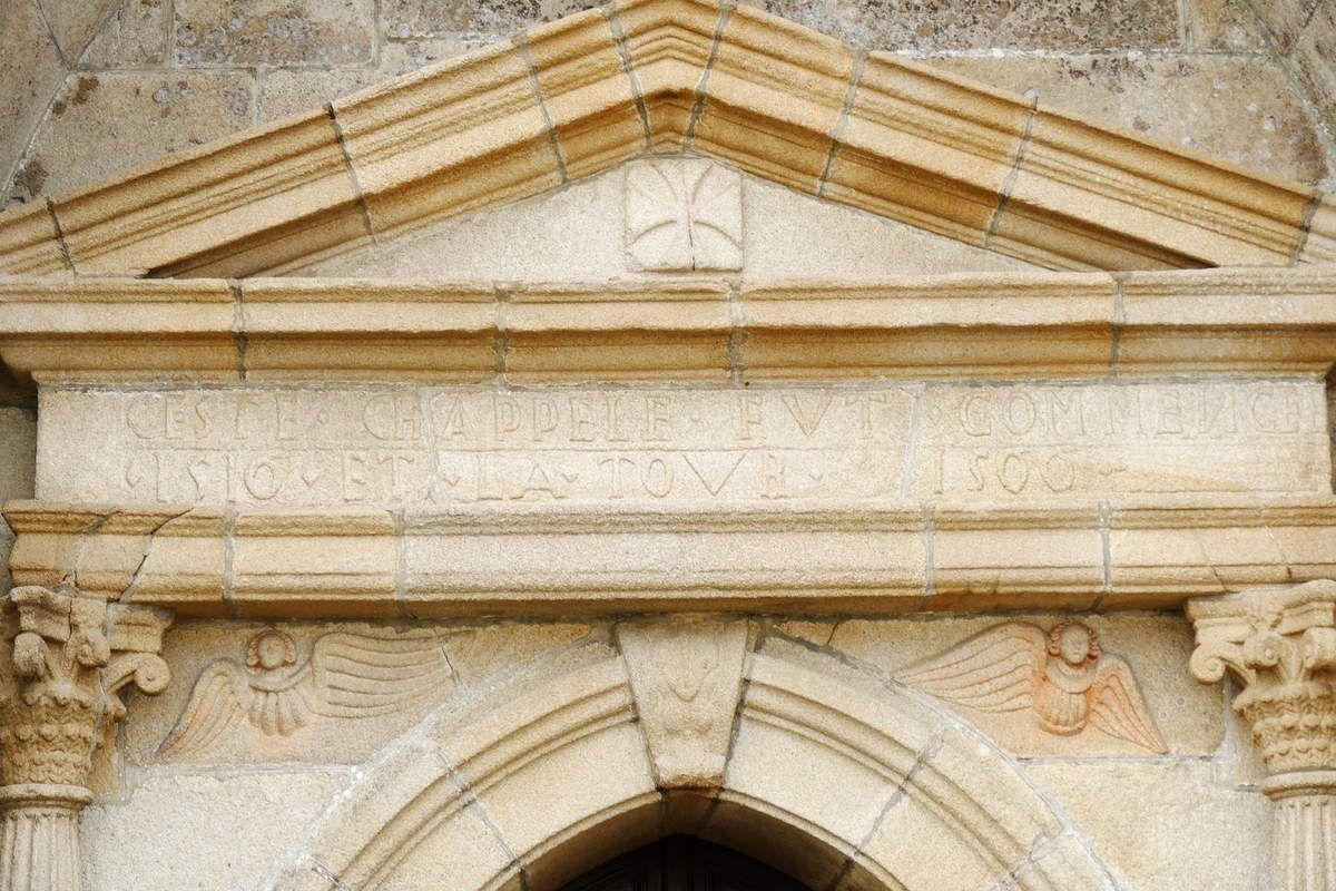 Porche ouest de l'église Saint-Émilion de Loguivy-Plougras. Photographie lavieb-aile septembre 2017.