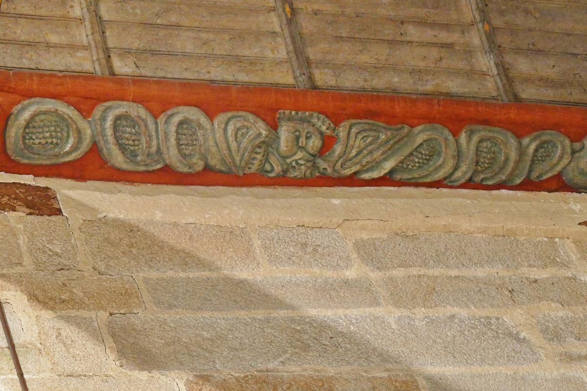 S2. Sablières du coté sud de la nef de l'église de Ploguivy-Plougras. Photographie lavieb-aile 16 septembre 2017.