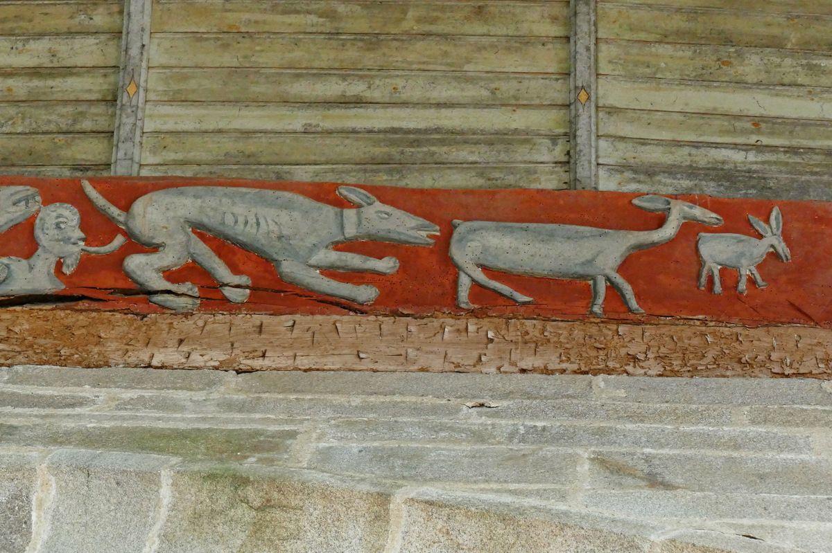 Sablières des bas-cotés de l'église Saint-Émilion de Loguivy-Plougras. Photographie lavieb-aile 16 septembre 2017.