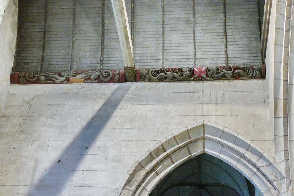 Tr 1. Sablières des bras du transept de l'église Saint-Émilion de Loguivy-Plougras. Photographie lavieb-aile 16 septembre 2017.