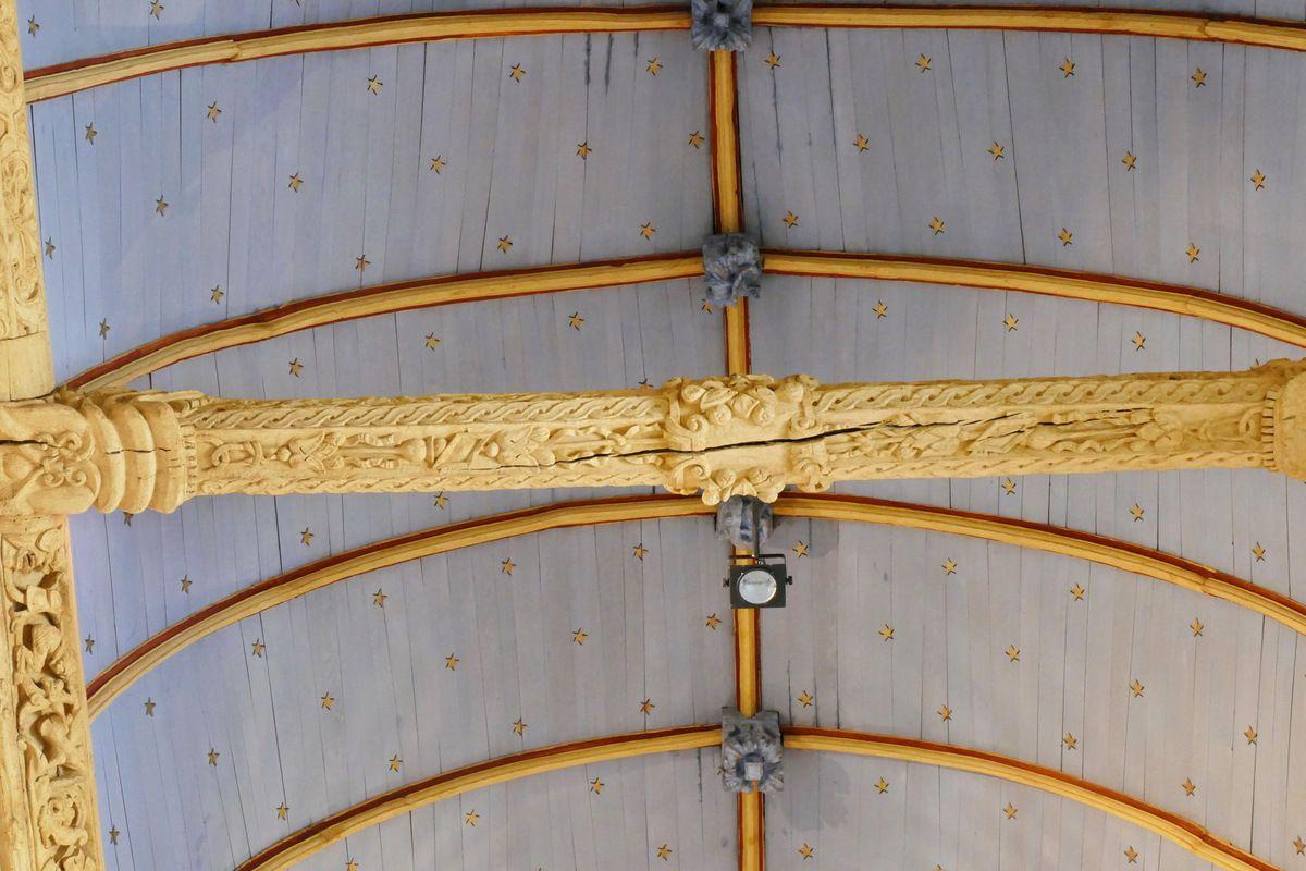 Entraits (Maître de Pleyben, 1567-1576) de la nef de l'église de Bodilis. Photographie lavieb-aile août 2017.