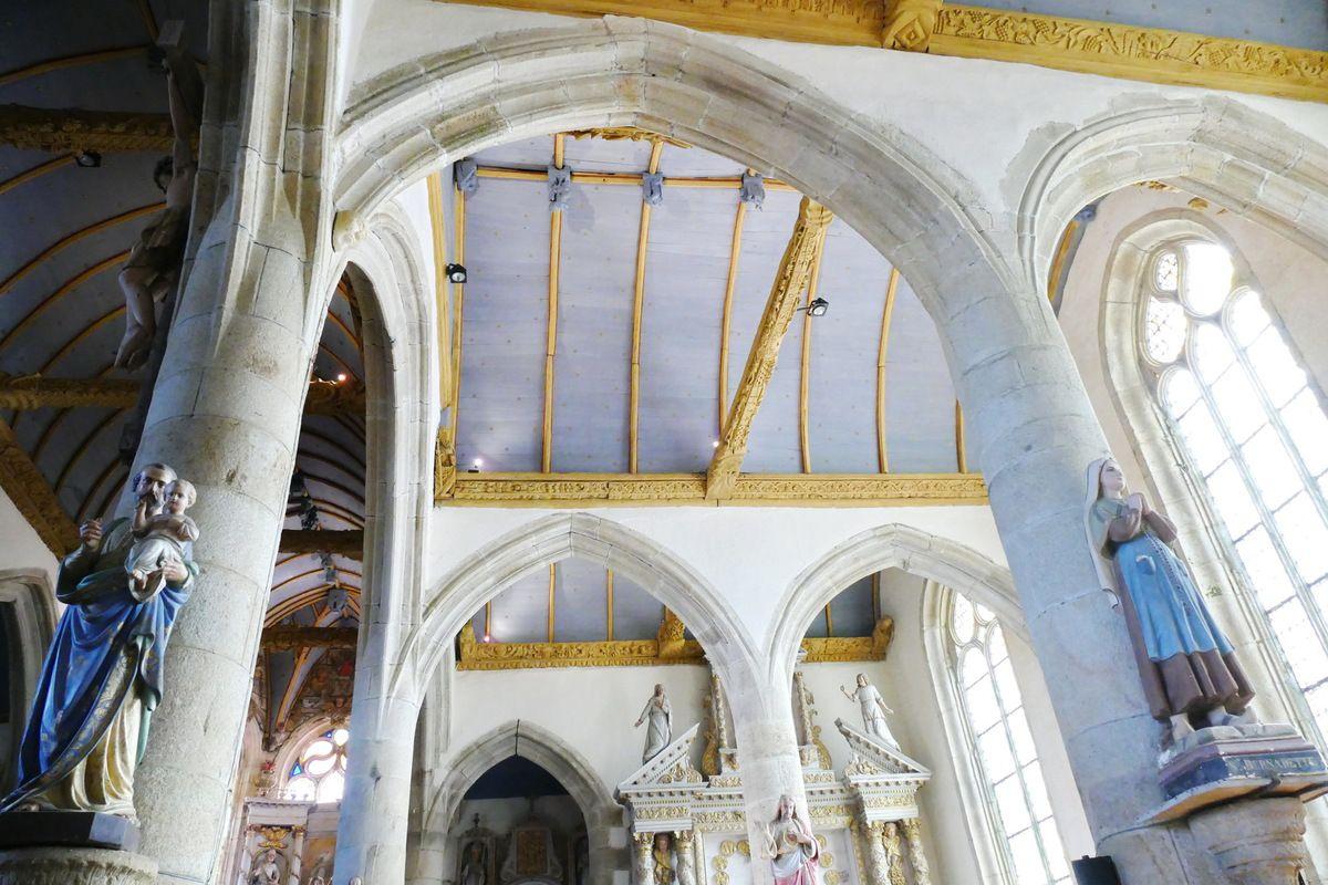 Charpente sculptée du bas-coté sud de l'église de Bodilis. Photographie lavieb-aile août 2017.