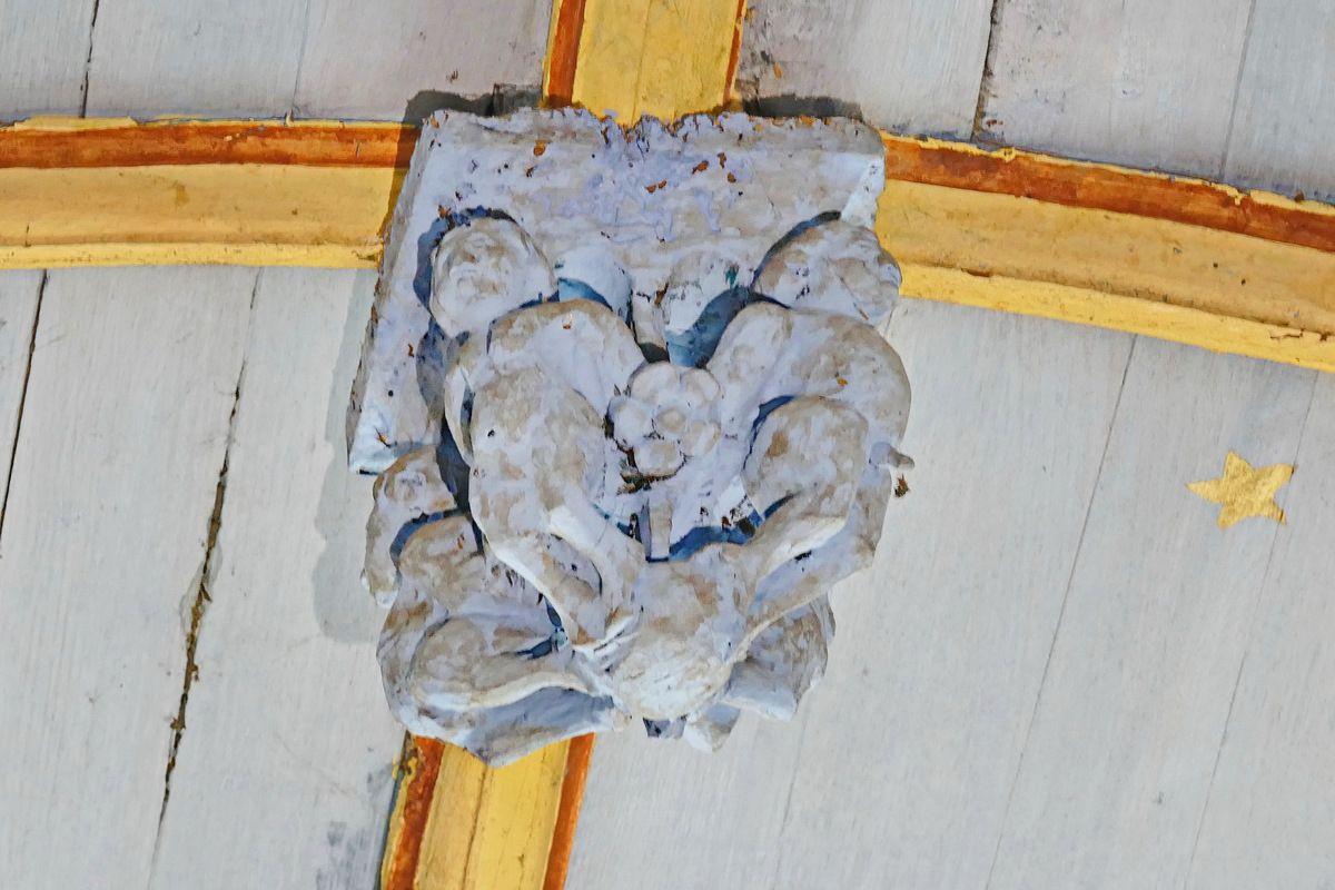 About de poinçon P5, charpente sculptée du bas-coté sud de l'église de Bodilis. Photographie lavieb-aile août 2017.