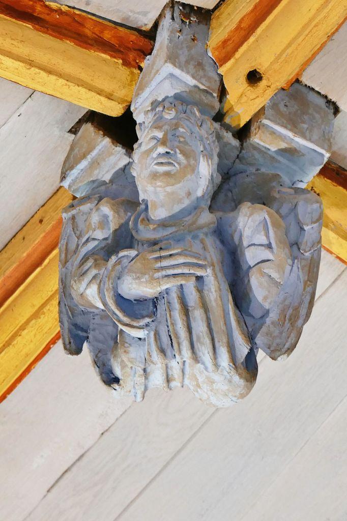 Poinçon P14 , charpente sculptée du bas-coté sud de l'église de Bodilis. Photographie lavieb-aile avril 2018.