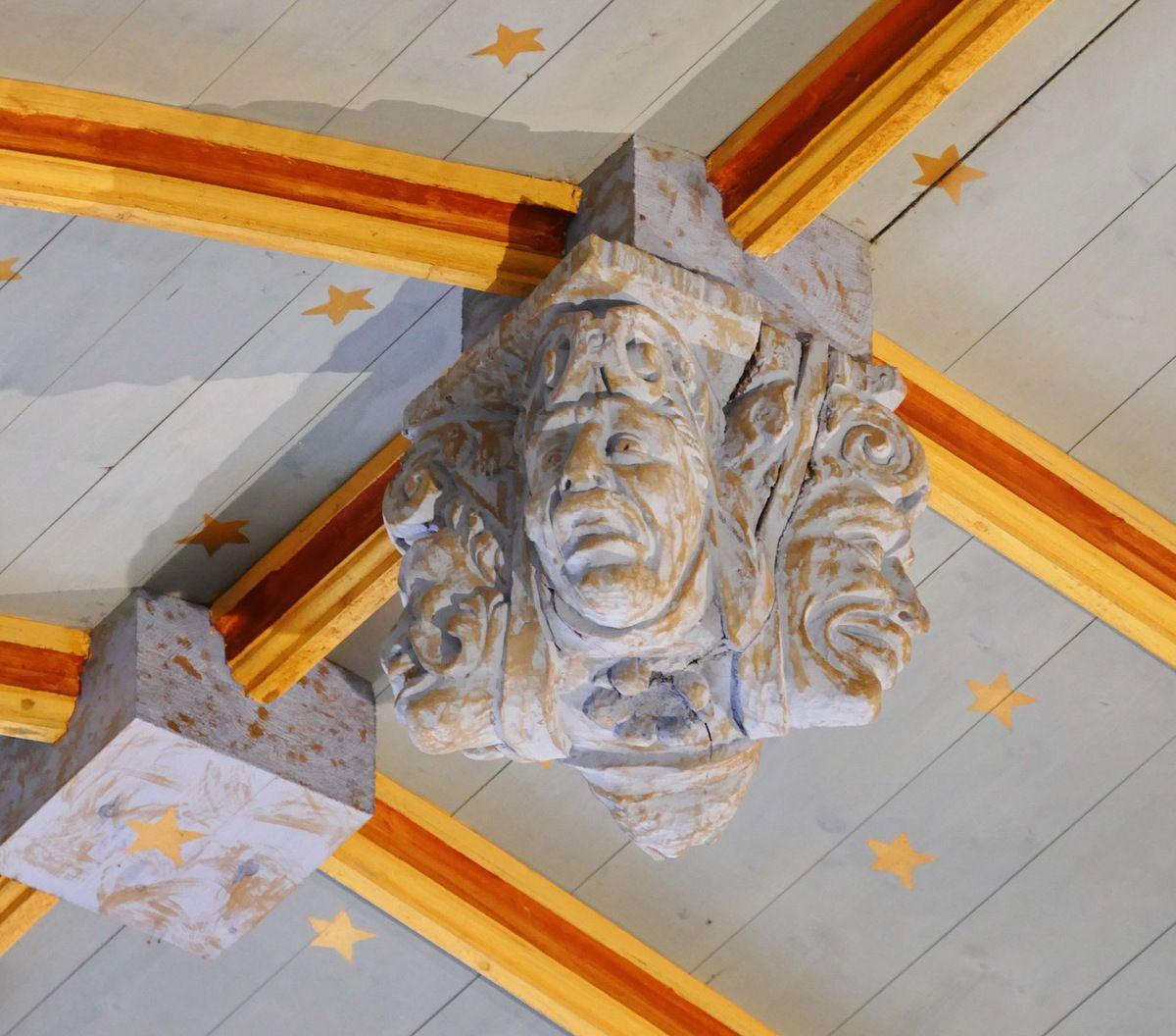 Charpente sculptée du bas-coté nord de l'église de Bodilis. Photographie lavieb-aile septembre 2017.
