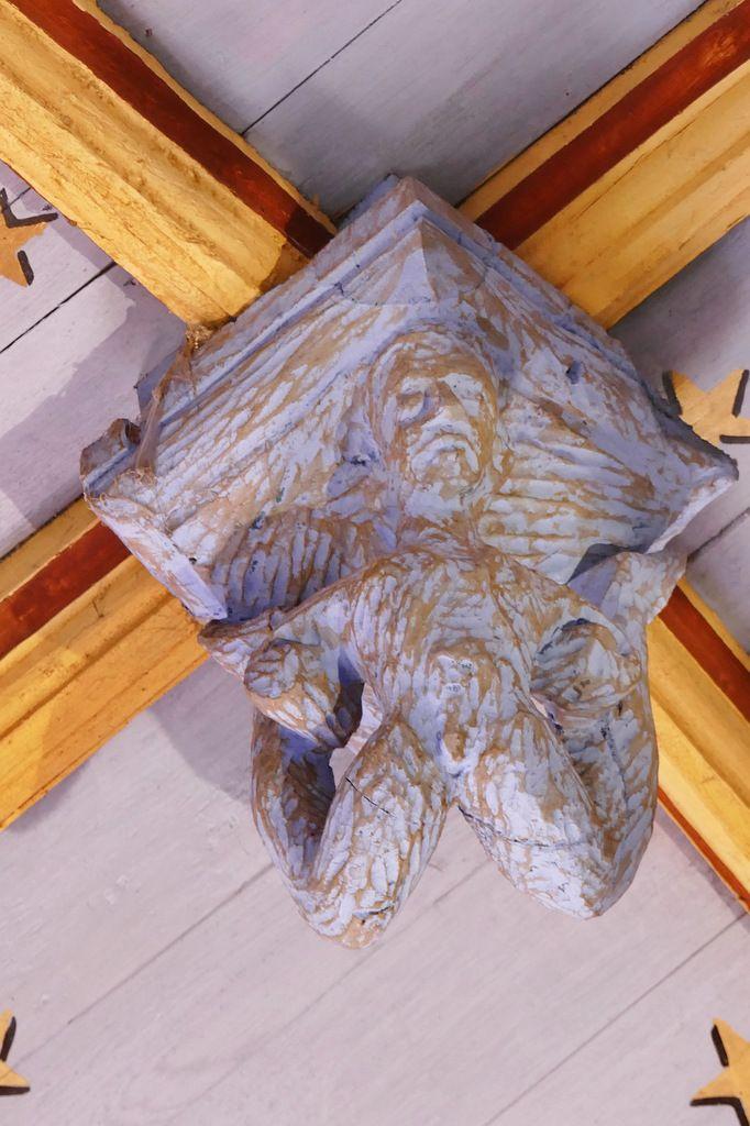Contorsionniste, poinçon de la charpente de l'église de Bodilis. Photographie lavieb-aile avril 2018.