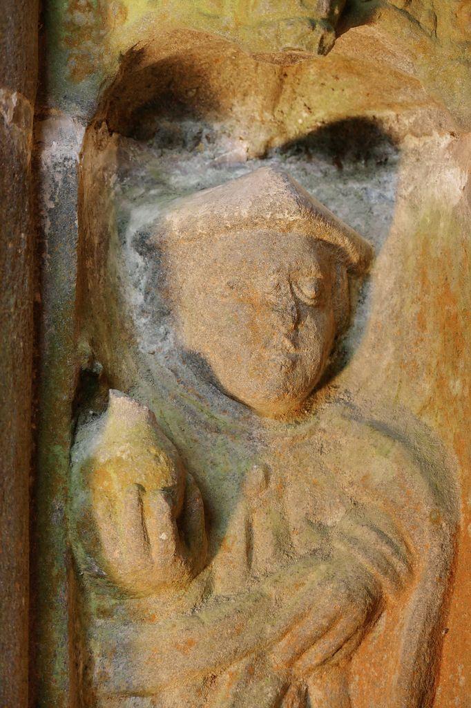 Saint Côme (kersanton, vers 1555-1570), piédroit gauche  du  porche méridional de l'église Saint-Houardon de Landerneau. Photographie lavieb-aile mai 2018