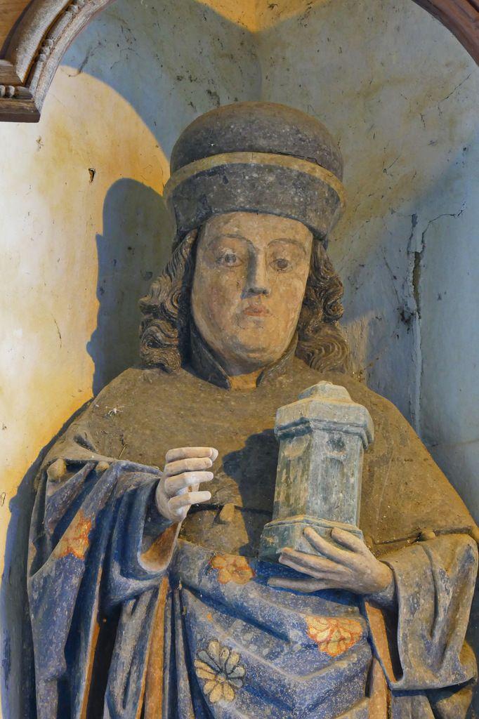 Saint Damien tenant le pot à onguent, bois polychrome, XVIIe siècle, chapelle Saint-Côme et Saint-Damien, Saint-Nic. Photographie lavieb-aile 3 juin 2018.