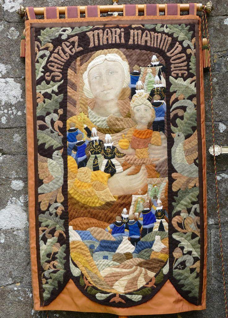 La bannière de Ty-Mamm-Doué lors du Pardon de la chapelle Saint-Côme et Saint-Damien de Saint-Nic le 3 juin 2018. Photographie lavieb-aile.