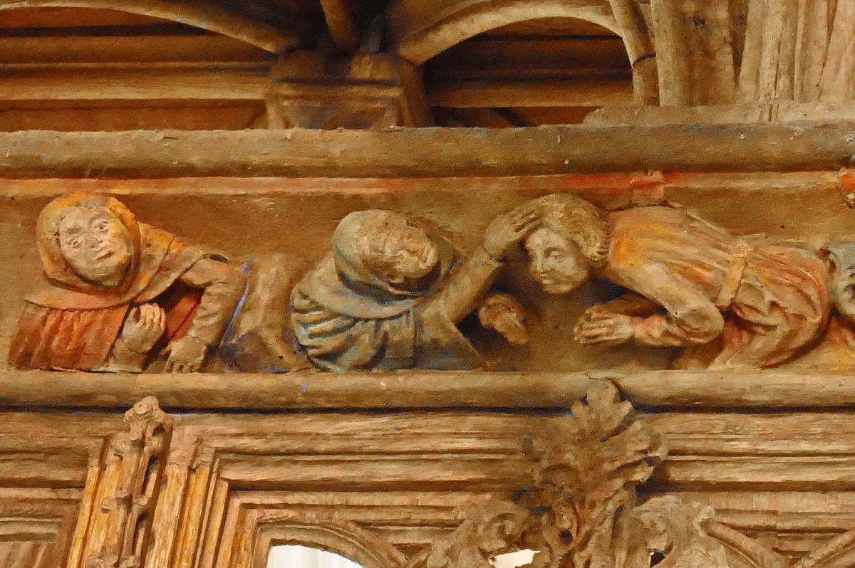Les saints Côme et Damien dans les scènes de trépanation et d'exorcisme des sablières du Faouët et de Grâces ?