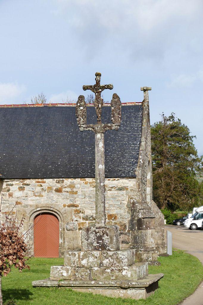 Calvaire (kersanton, 1645) de la chapelle Saint-Jean, Saint-Nic. Photographie lavieb-aile mars 2017.