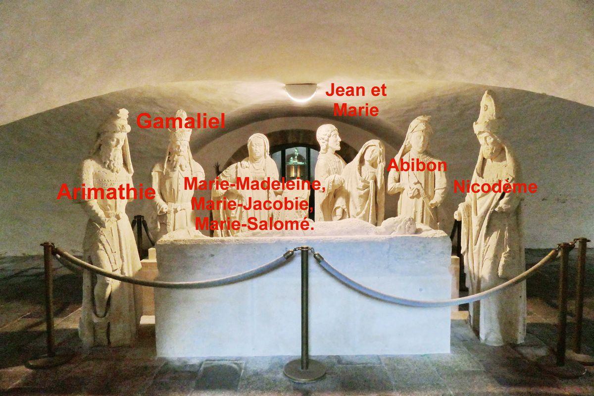 Mise au tombeau, (calcaire, vers 1500), Abbatiale Sainte-Croix de Quimperlé. photographie lavieb-aile 17 juin 2018.