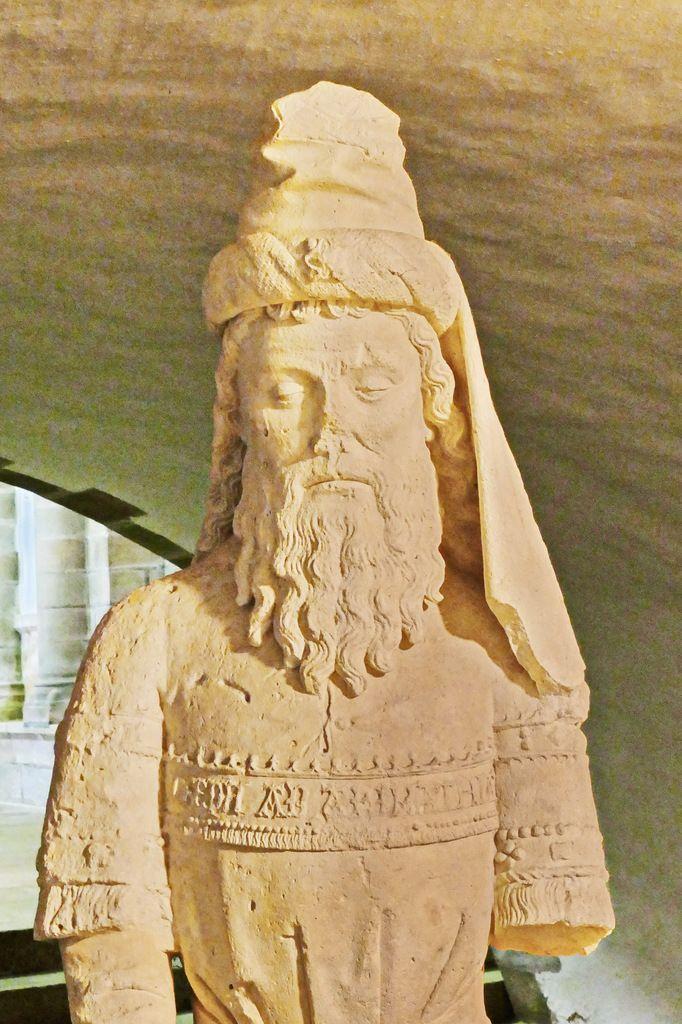 Joseph d'Arimathie, Mise au tombeau, (calcaire, vers 1500), Abbatiale Sainte-Croix de Quimperlé.