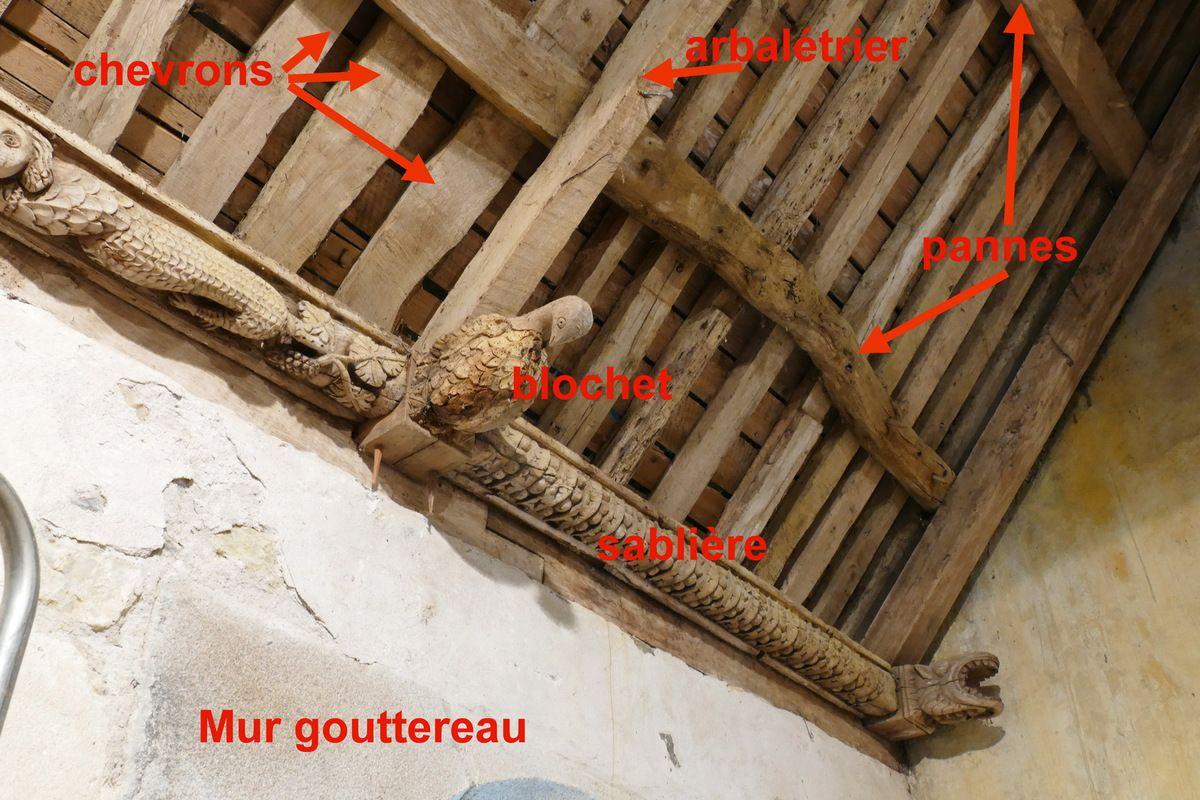 Sablières et blochets du bas-coté sud (1661) de la chapelle Saints Côme -et-Damien, à Saint-Nic. Photographie lavieb-aile juillet 2018.