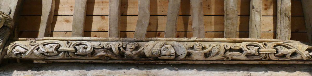 Sablières et blochets (1661) du bas-coté sud  de la chapelle Saints Côme -et-Damien, à Saint-Nic. Photographie lavieb-aile juillet 2018.