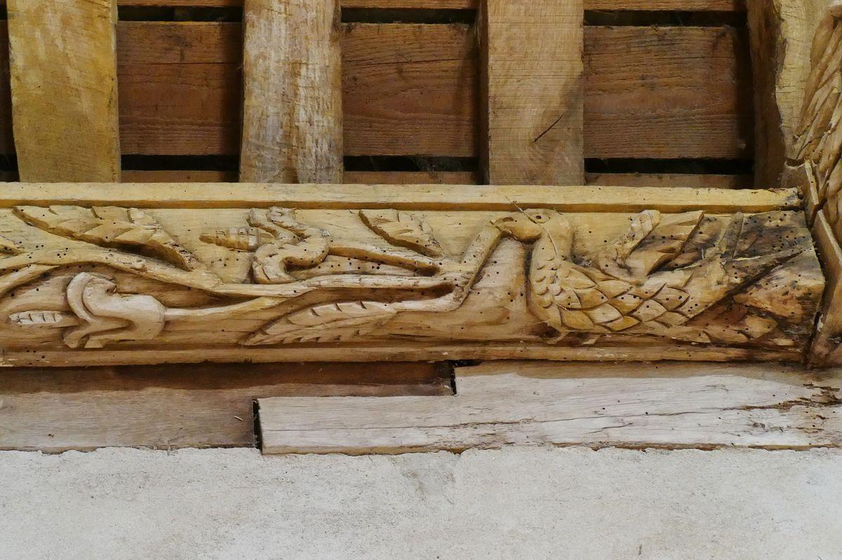 Sablières et blochets (1675) du bas-coté nord  de la chapelle Saints Côme -et-Damien, à Saint-Nic. Photographie lavieb-aile juillet 2018.