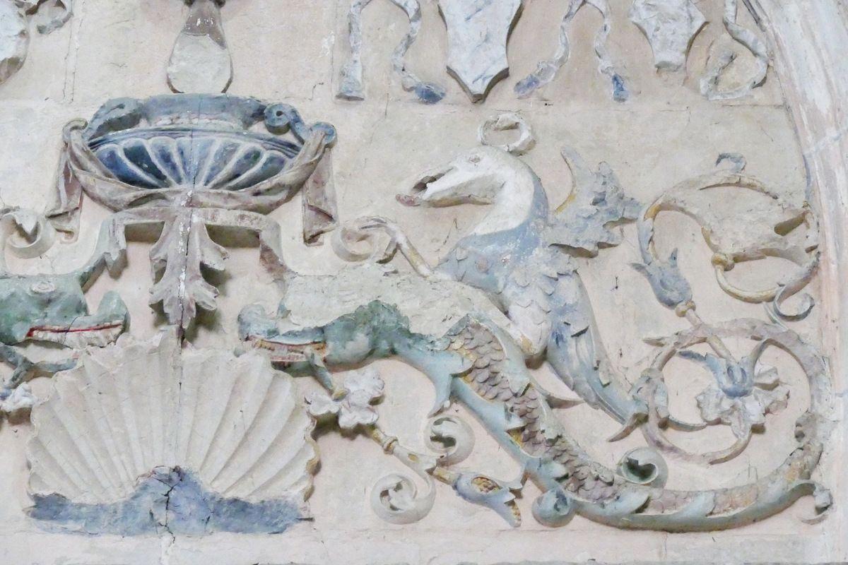 Cénotaphe (tuffeau, Jean et Antoine Juste, 1507) de l'évêque de Dol Thomas James dans la cathédrale de Dol-de-Bretagne. Photographie lavieb-aile 2018.