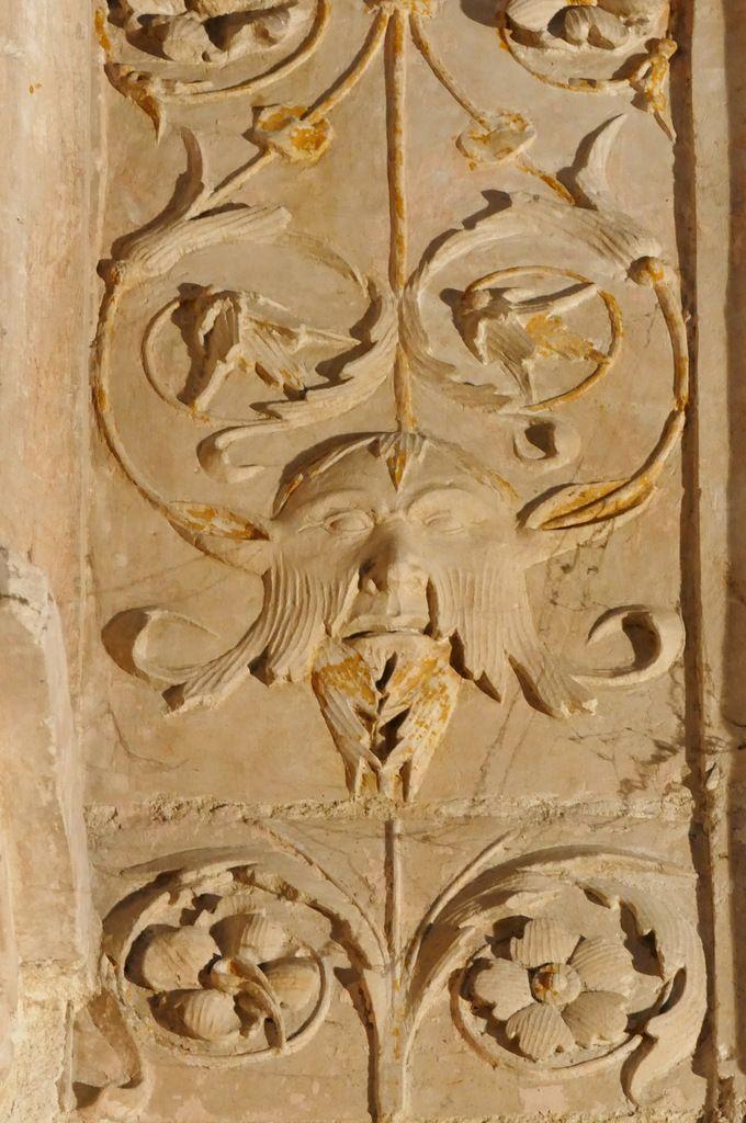 Cénotaphe (pierre calcaire, Jean Juste, 1507) de l'évêque de Dol Thomas James dans la cathédrale de Dol-de-Bretagne. Photographie lavieb-aile septembre 2018.