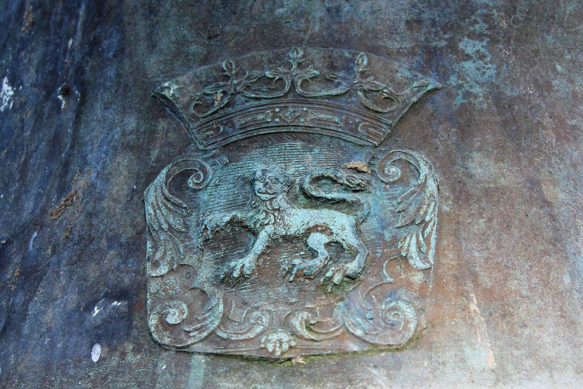 La cloche de 1714 de l'église Saint-Sauveur du Faou. Photographie lavieb-aile septembre 2018.