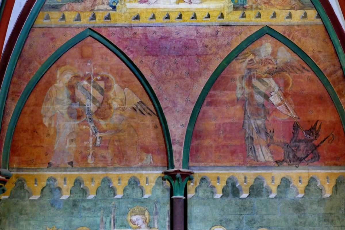 Peintures murales (v. 1384) de la chapelle de Chiffrevast, cathédrale de Coutances. Photographie lavieb-aile septembre 2018.