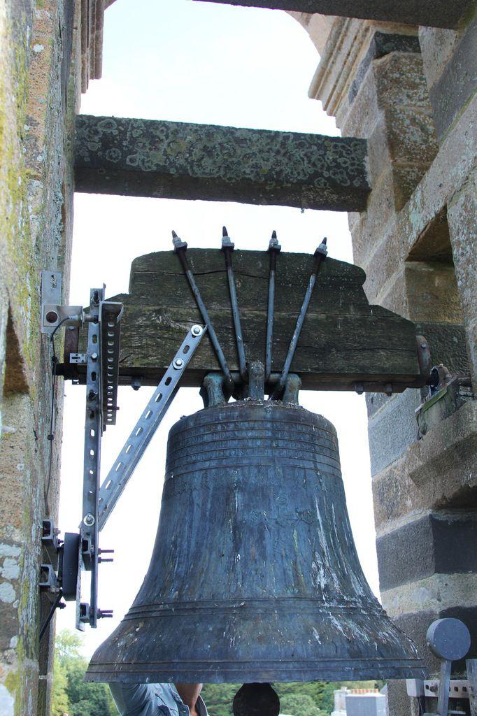La cloche de 1823 par Viel, fondeur à Brest de l'église Saint-Sauveur au Faou. Photographie lavieb-aile 15 septembre 2018.