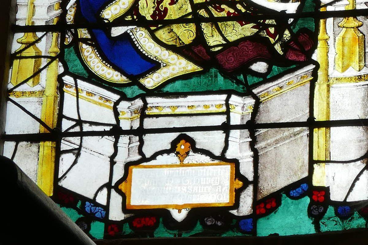 Verrière de la Vierge entre deux apôtres, (vers 1495), baie13, église de Louviers. Photographie lavieb-aile 26 août 2018.