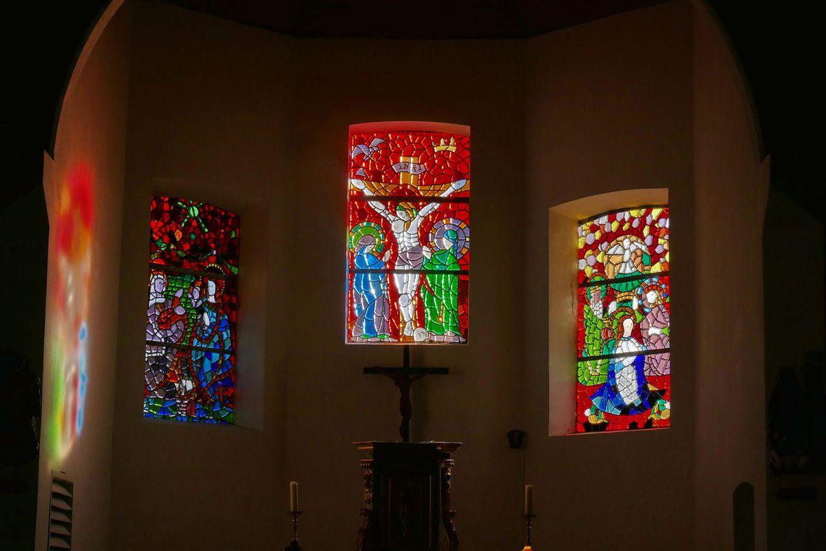 L'église de Roscanvel : son épigraphie, ses cloches et ses vitraux.