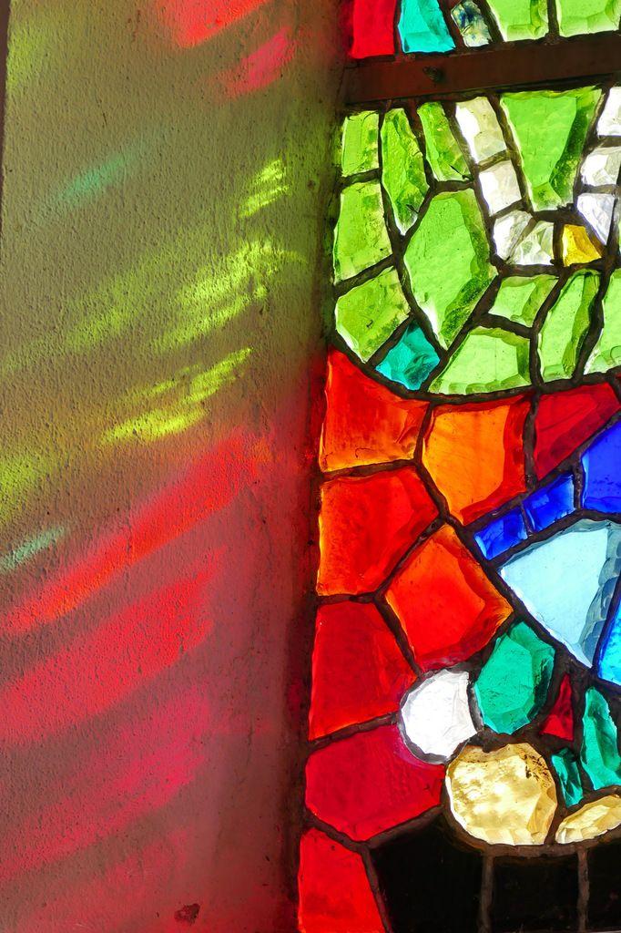 Vitraux de l'église Saint-Éloi de Roscanvel. Photographie lavieb-aile 23 février 2019.