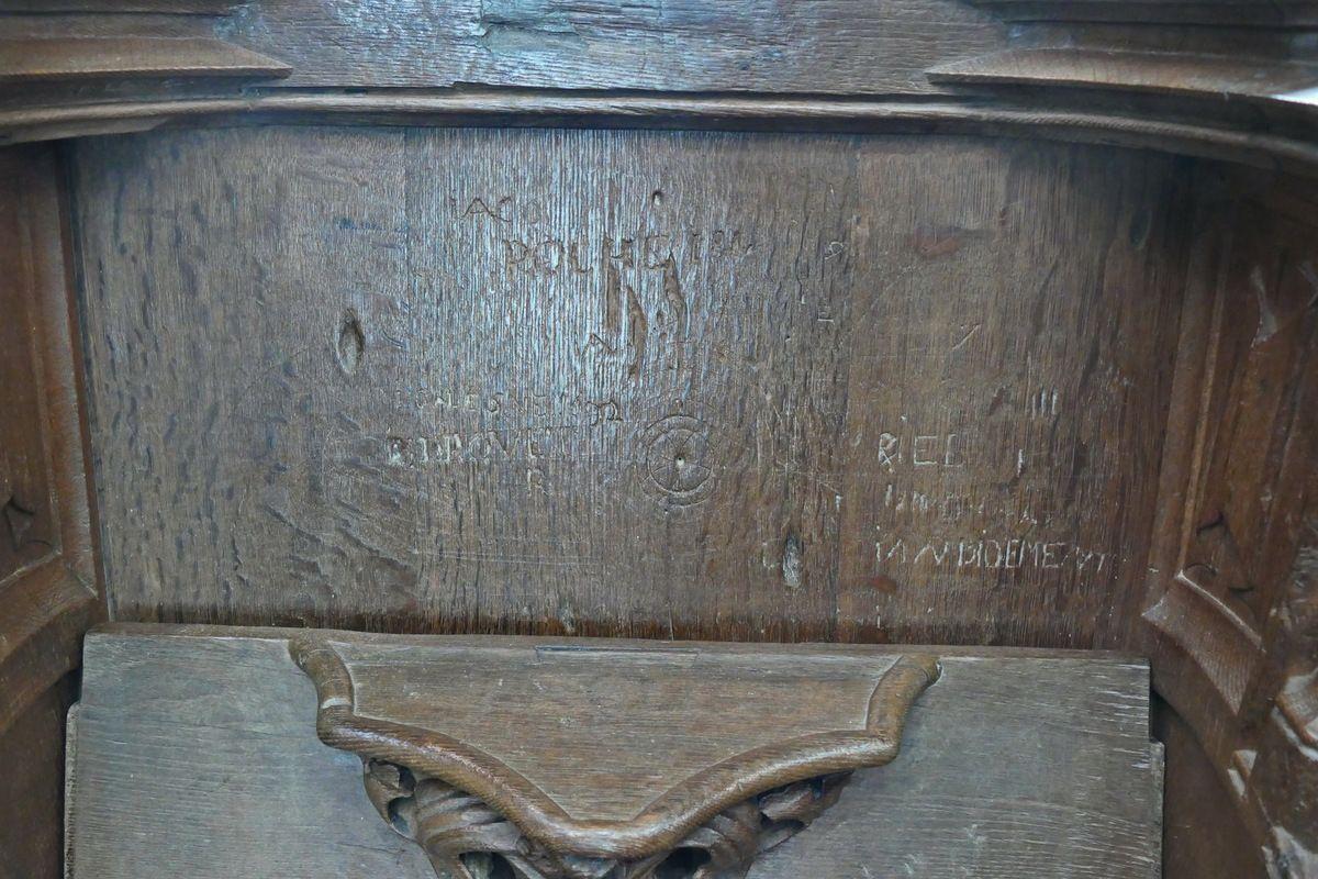 Inscriptions des  stalles du chœur de la cathédrale de Quimper. Photographie lavieb-aile 1er mars 2019.
