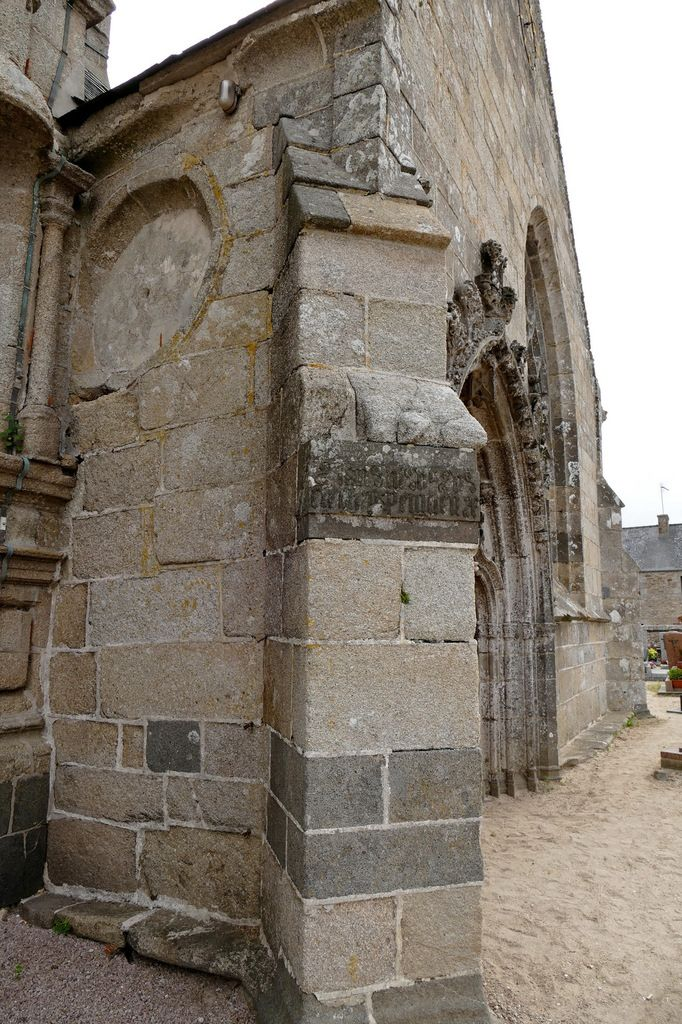 Inscription lapidaire de l'église de Goulven. Photographie lavieb-aile.