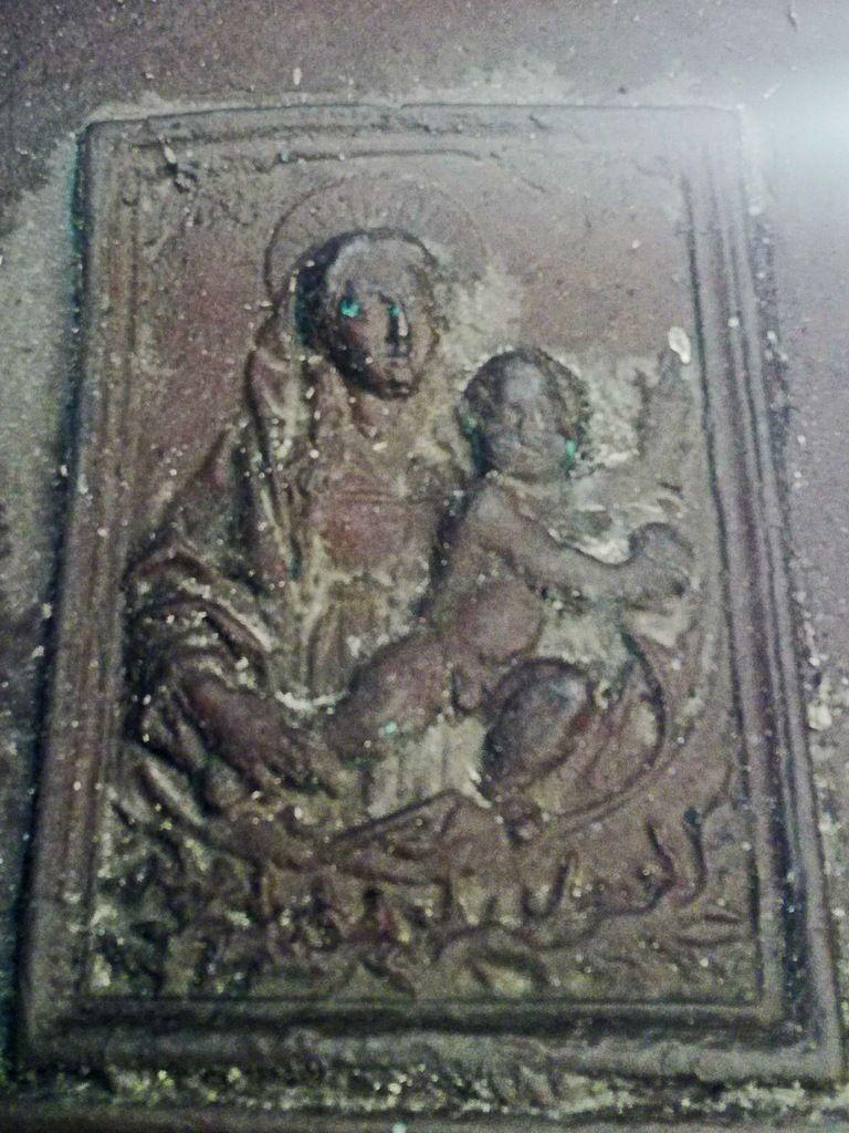 Cloche de 1735 conservée en l'église de Ploéven. Photographie lavieb-aile 2 juin 2019.
