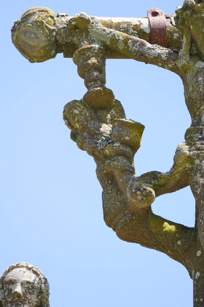 Le calvaire (kersanton, vers 1550) de l'église de Ploéven. Photographie lavieb-aile 8 juin 2019.