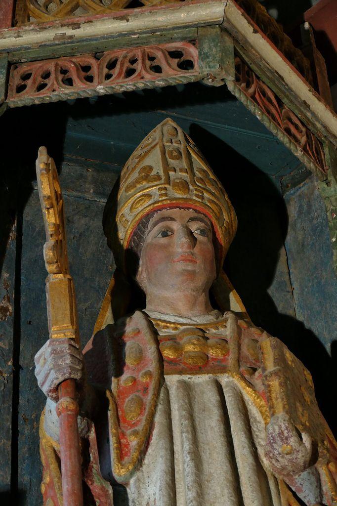 Statue de saint Méen, chœur de l'église Saint-Méen de Plouéven. Photographie lavieb-aile 8 juin 2019.
