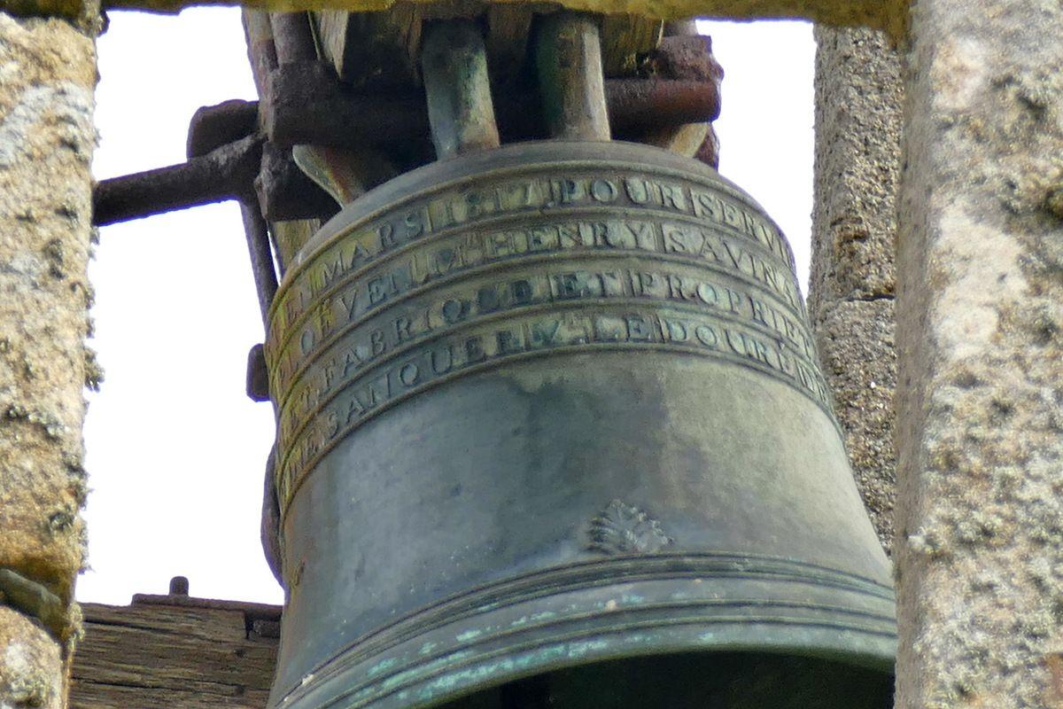 Cloche de 1817 de la chapelle de Saint-Nicodème à Ploéven. Photographie lavieb-aile 16 juin 2019.