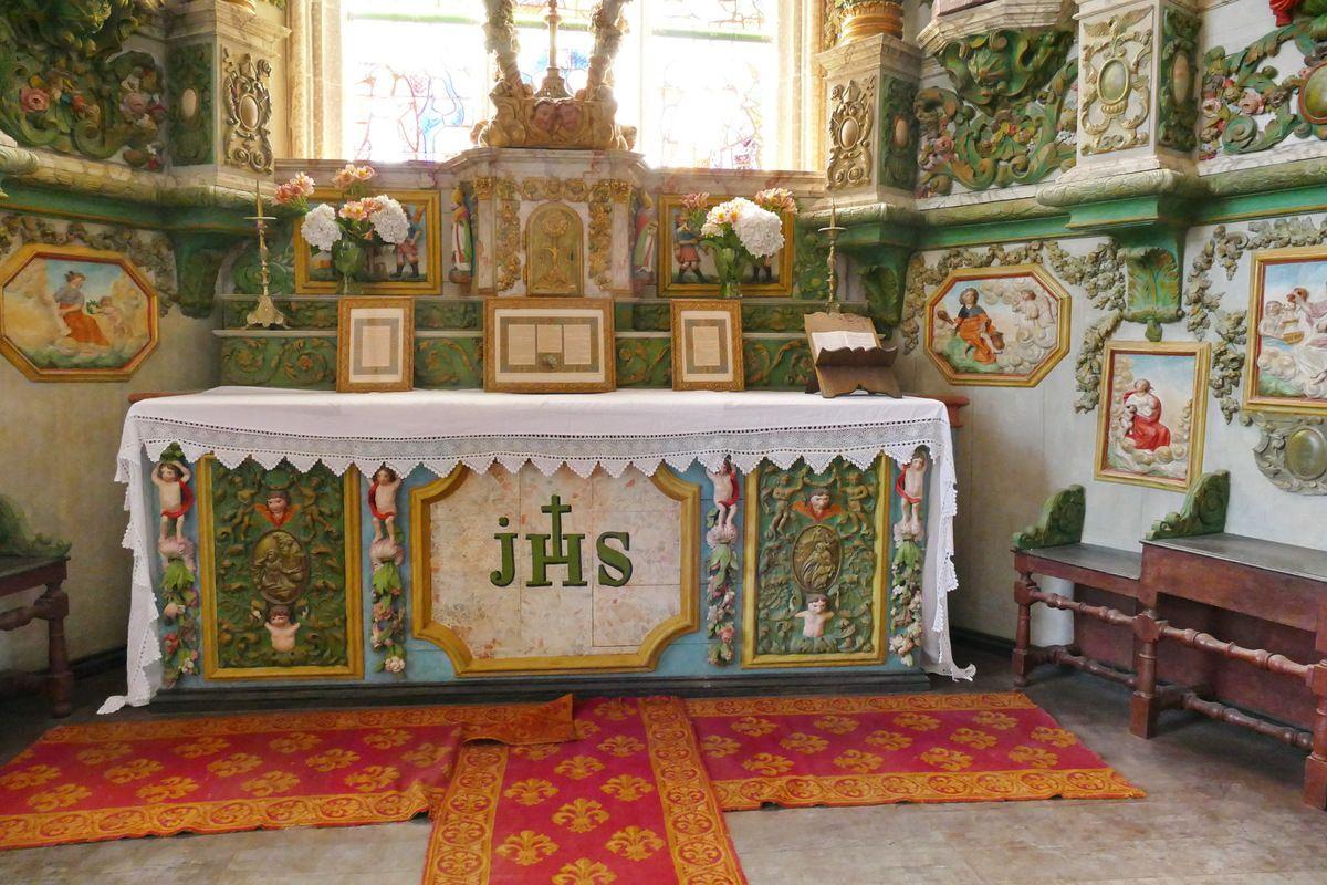 Chœur de la chapelle Saint-Sébastien en Saint-Ségal. Photographie lavieb-aile juillet 2019.