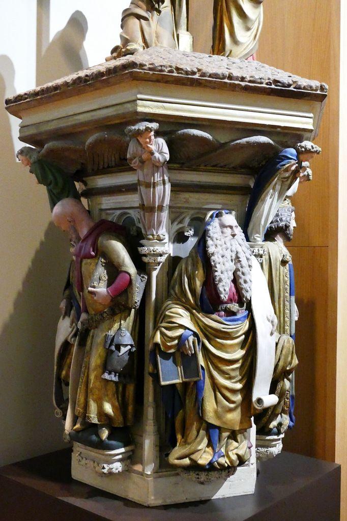 Modèle réduit au tiers par Joseph Moreau, , sous la direction de Charles Fevret de Saint-Mémin. 1840, bois et plâtre polychromé. Musée MBA de Dijon. Photographie lavieb-aile août 2019