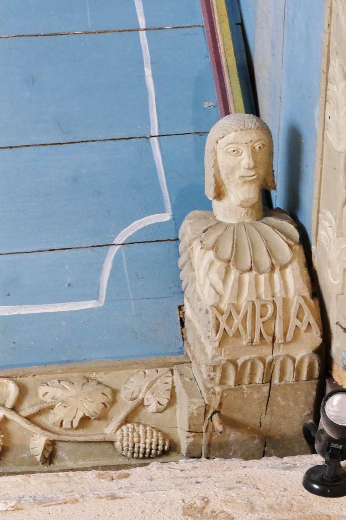 Les sablières de l'église de Plomodiern.