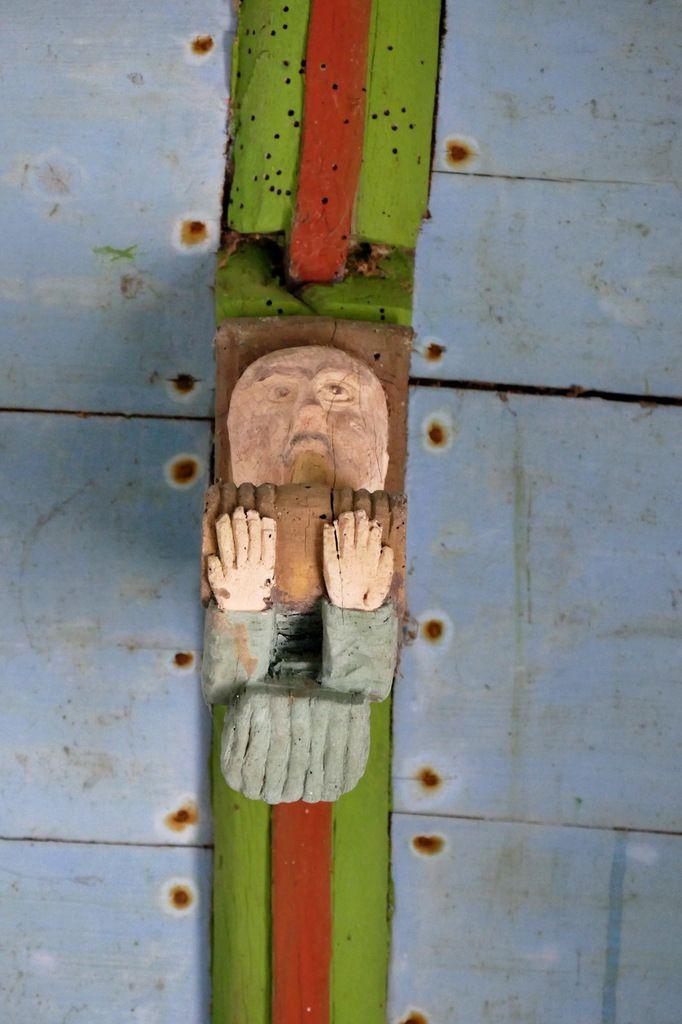 Porche sud de l'église Saint-Mahouarn de Plomodiern. Photographie lavieb-aile.