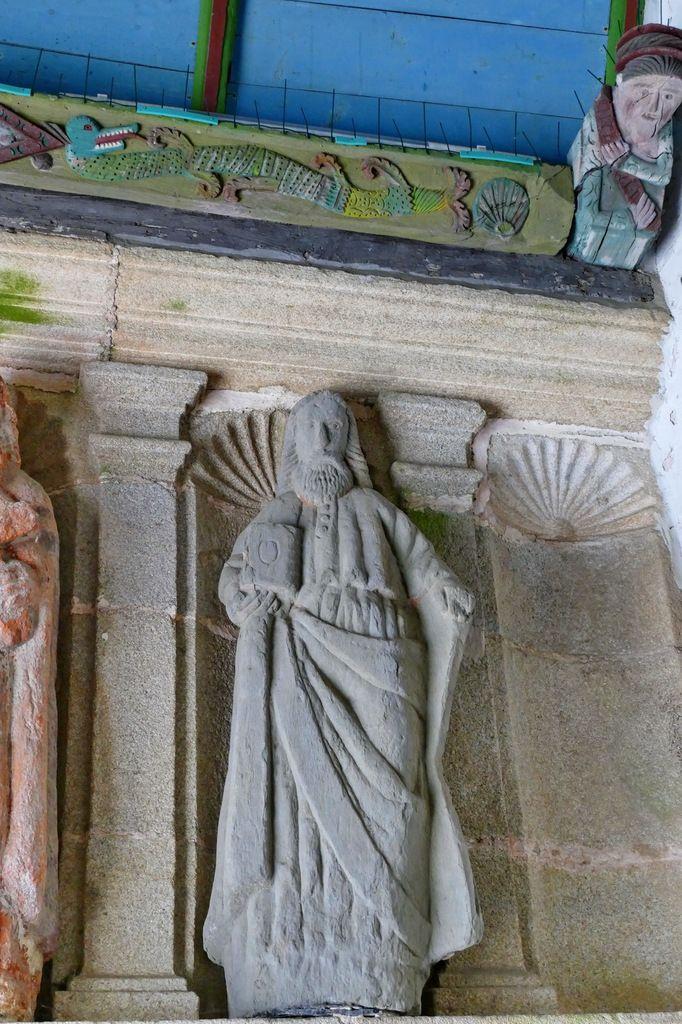 Porche sud de l'église de Plomodiern. Photographie lavieb-aile 2019.